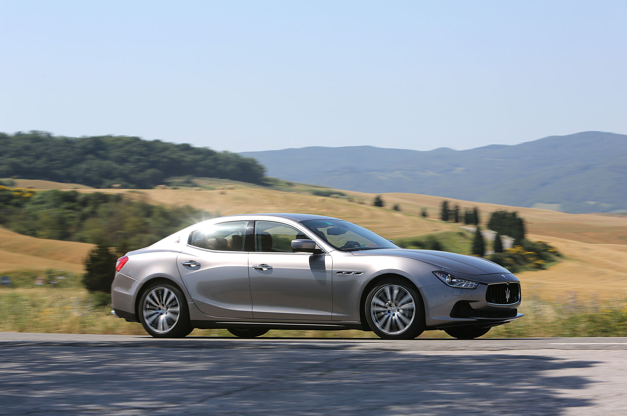2014-Maserati-Ghibli-front-right-side-view-4