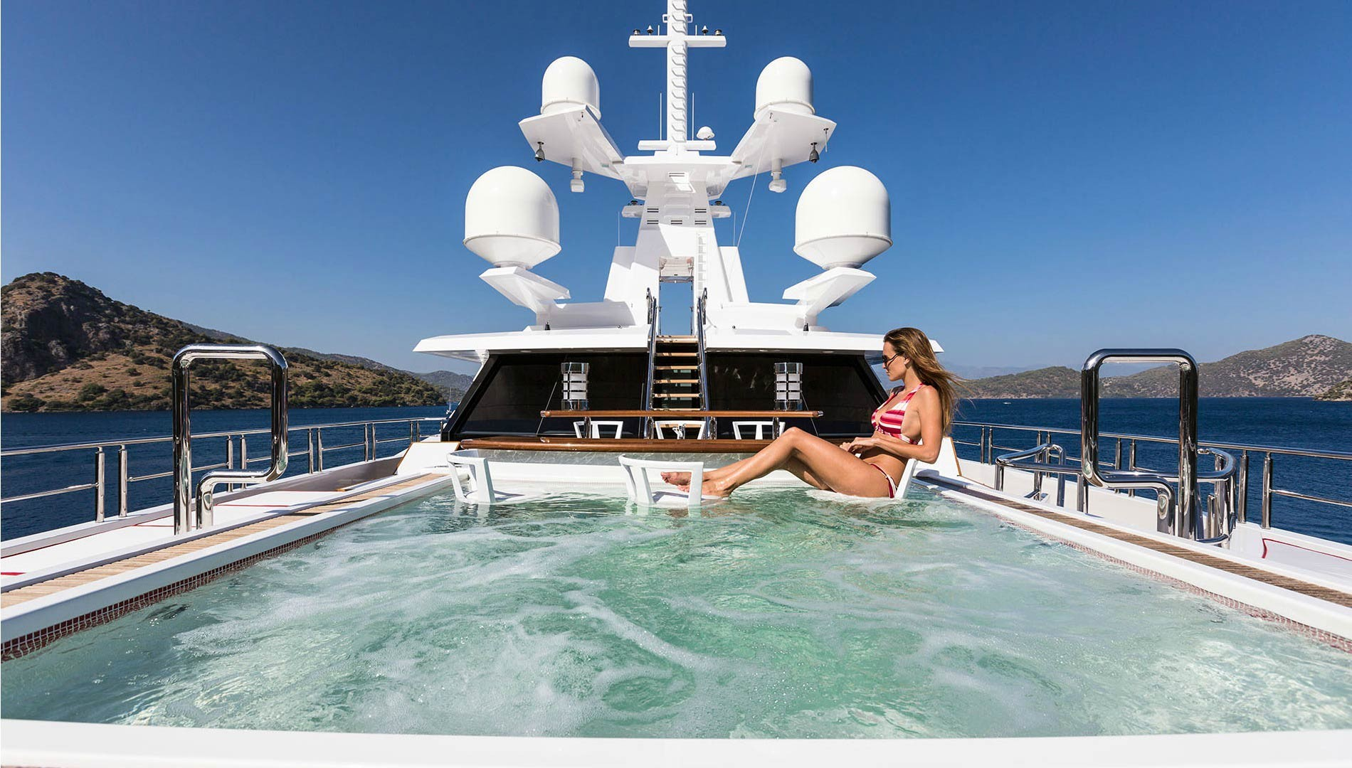 Ten largest superyachts to turn heads at 29th annual yacht for Miami beach jewelry watch show